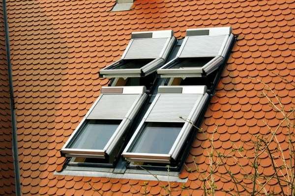 Dachfenster rollladen rollladen markisen jalousien - Baier dachfensterrollladen ...